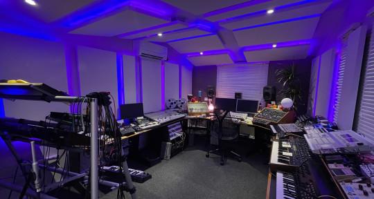 Mixing / Mastering / Producer - Tom Flynn