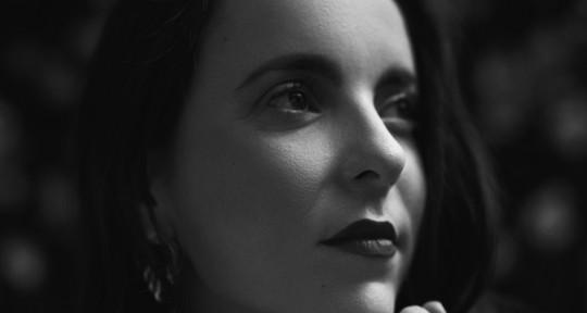I sing and I work with Audio - Luisa Torrealba