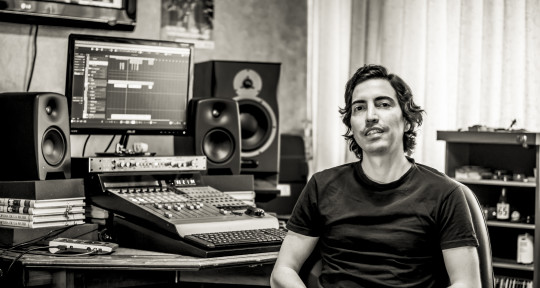 Mixing Engineer & Sound Artist - Hugo Vejar