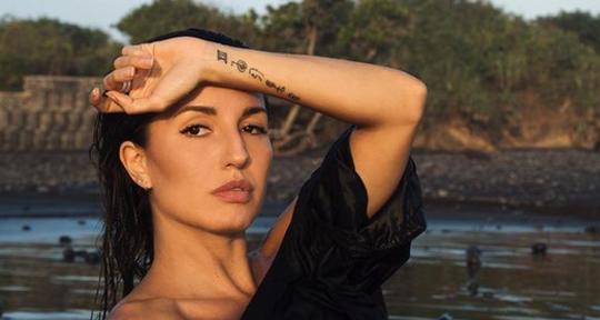 Professional Singer Songwriter - Deniz Reno
