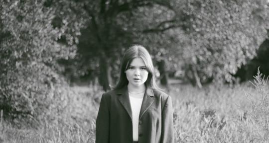 Singer, songwriter - Darie Lu