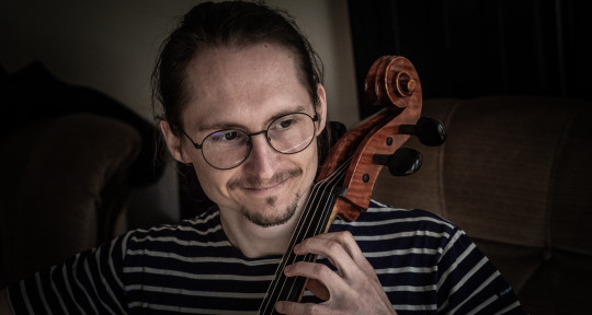 French cellist and songwriter - YannCelloSolo