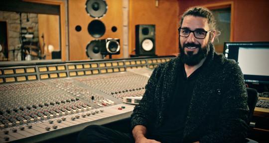 Producer,Engineer & Guitarist - E m i B a r é s