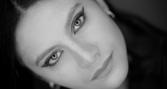 Singer - Vocalist - VO - Ingrid Naccour