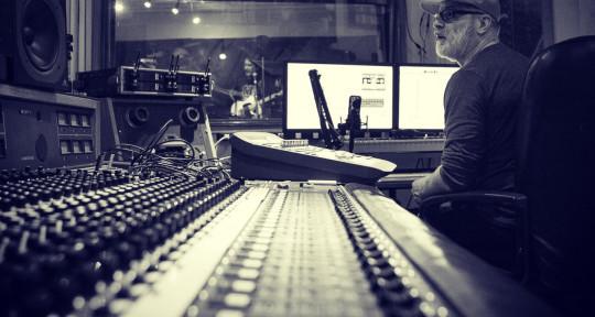 Multi-Platinum Producer, Mixer - Barrett Jones