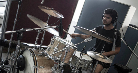 Músico de sesión  - Santiago Berutti