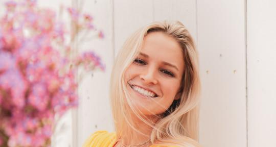 Singer, Songwriter, Producer - Jilli Schell