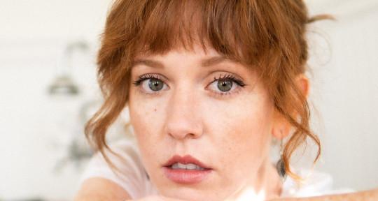 Session Singer & Songwriter - Julie Broschard