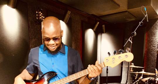 Session bassplayer / Producer - Davidbassy