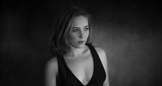 Singer, Vocalist  - Daniela