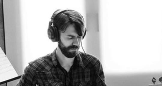 Session bassist, great sound. - Martin Lucas Nastri