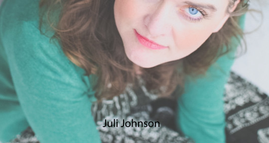 Singer, Songwriter, Topliner - Juli