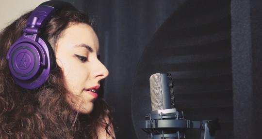 Singer / Composer - Holi Mony ( Morgane Bagnouls )