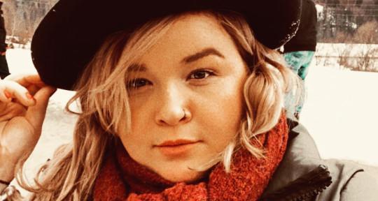 Pop singer - Hallie VK