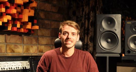 Producer, and recording artist - Amós Puig
