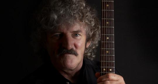 Pop Vocalist/Rhythm Guitarist  - Barry Leef
