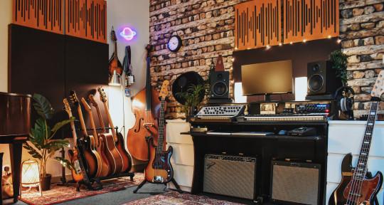 Session Bassist / Producer  - Jesse Eigen