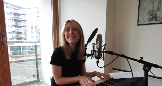 Songwriter & Topliner - Gem Louise