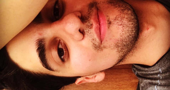 I'm a singer & music producer - Enzo Talavera