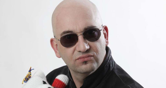 Singer, Song writer, Guitarist - Glen Clarke