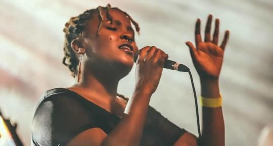 Singer , ukulele player - Arantia