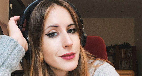 singer, songwriter, pianist - Victoria Riba