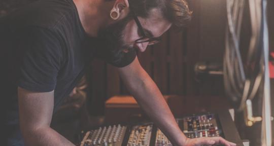 Recording & Mixing Engineer - Thiago Baggio