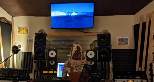 Music Producer/Vocalist - ELLE.