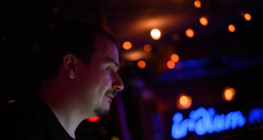 Mixing Engineer, FOH - Erik Kohlhoff