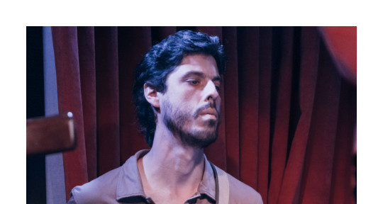 I play electric bass. - Pablo Andrés Valotta