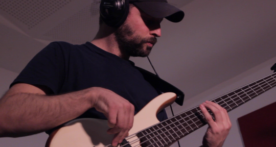 Bass and guitar Sessionist  - Antonio Palou