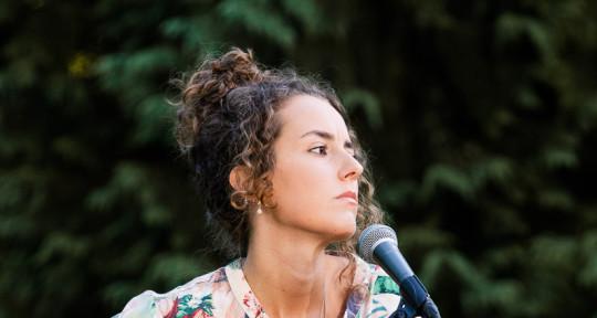 Singer-Songwriter, Guitarist - Sara Cruz