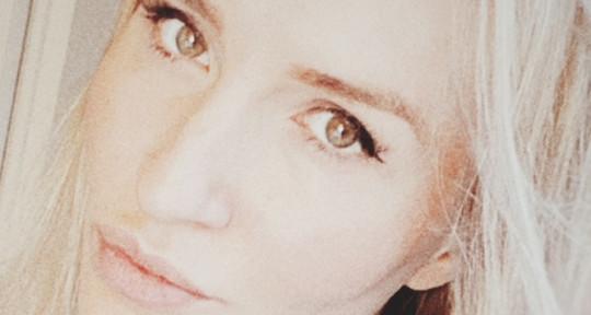 Singer - Songwriter - Mariana Mar