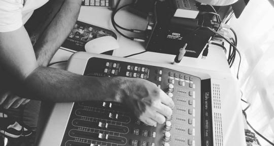 Músico, Productor, Baterista - Gonza Elizondo