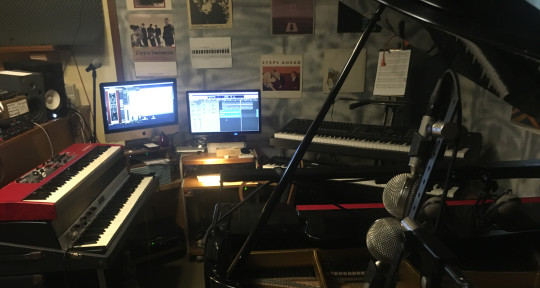 Pianist Keyboardist Producer - KrHouse Music