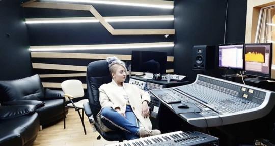 Songwriter, Music Producer - KiRA MAZUR
