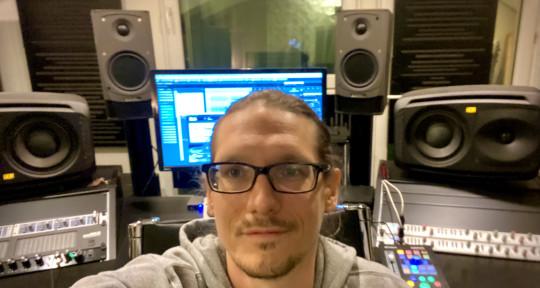 Mastering Engineer, Coach - Alexander Hwesta