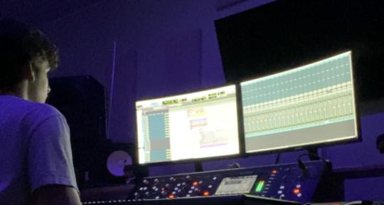 Mixing Engineer/Music Producer - Daniel Moors