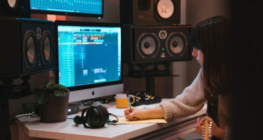 Recording and Mixing Engineer - Francesca Edwards