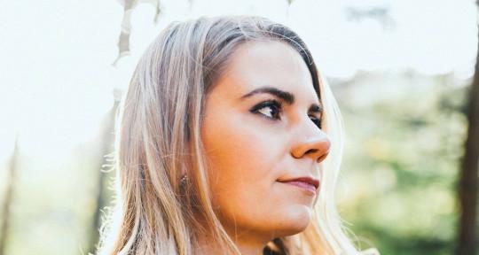 Singer Songwriter - Chloe Jones