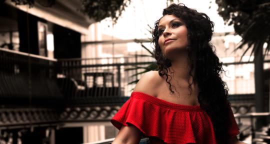 Vocalist & Songwriter - Alicija