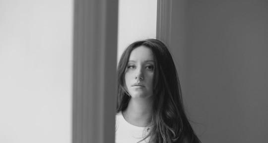 Songwriter, Singer - Edina Mira