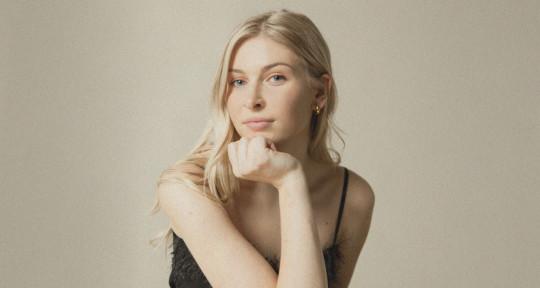 Pop/R&B Singer - Karen Hardy