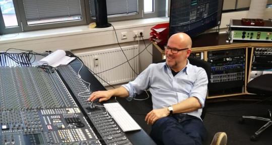 Mixing & Recording Engineer - Raphael Winterbloom