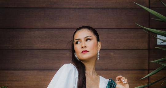 Bilingual Singer/Songwriter - Rachel Escalera