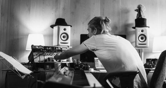 PRODUCER / PLAYS EVERYTHING - Victor Rasimus-Ek