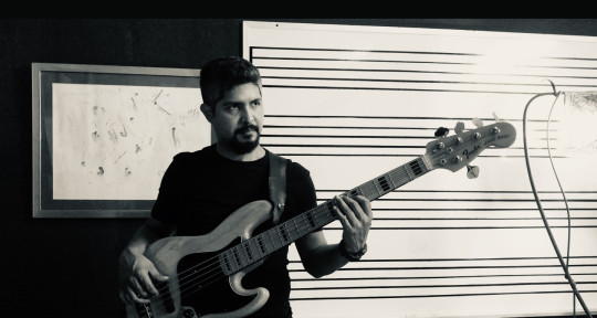 Session Bass Player - Eduardo Vanegas