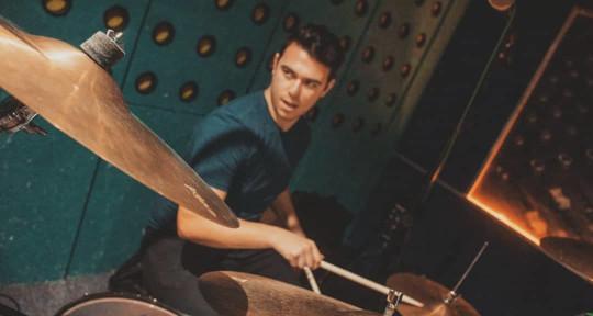 Engenieer / Drums & Percussion - Danny Guillen
