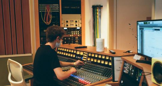 Mixer and Producer - Isaac Diskin