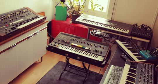 Music Producer Analog Synth - Brundle MacReady